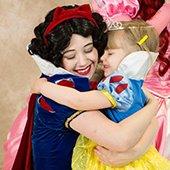 apple princess hug