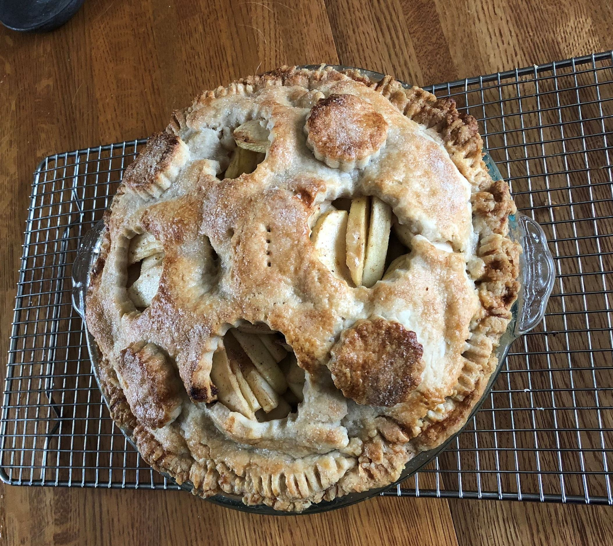 Image of a freshly baked apple pie.