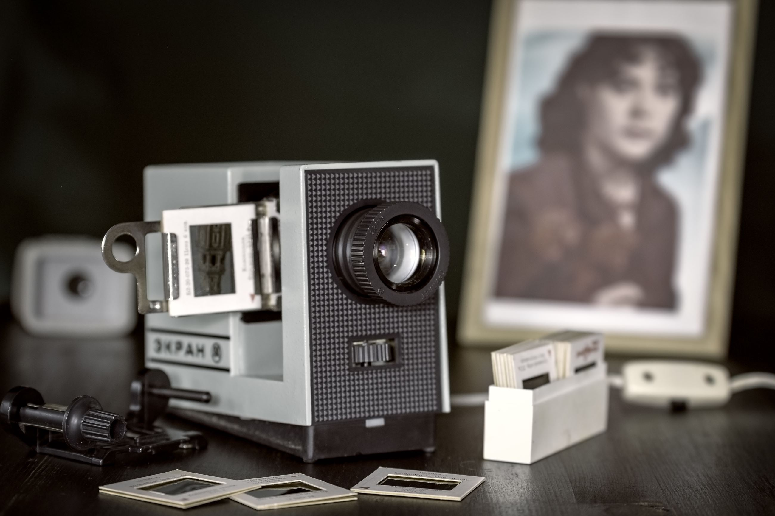 Photo of an old projector and slides.